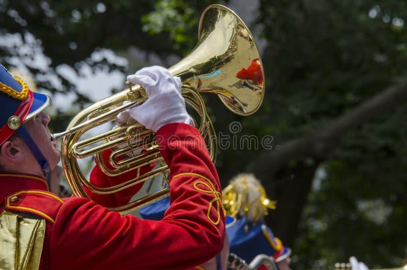 Giocatore di corno della fanfara fotografia stock