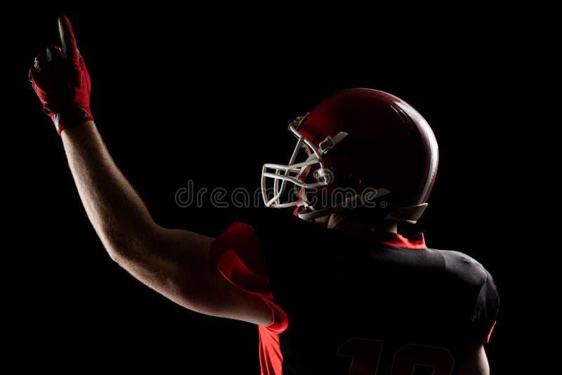 Giocatore di football americano in casco che indica verso l'alto fotografia stock libera da diritti
