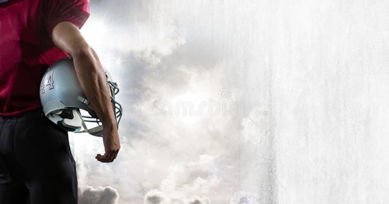 Giocatore di football americano con la transizione del cielo fotografia stock