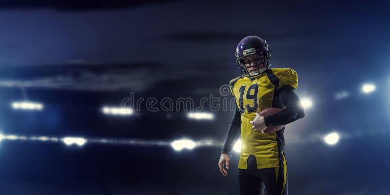 Giocatore di football americano Media misti fotografie stock libere da diritti