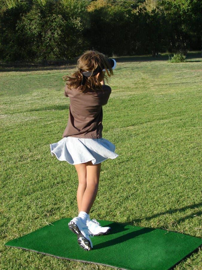 Giocatore di golf della ragazza fotografia stock libera da diritti