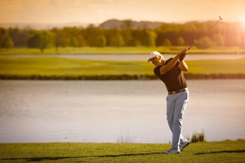 Giocatore di golf senior con copyspace fotografia stock libera da diritti