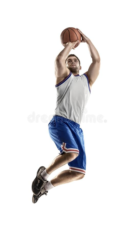 Giocatore di pallacanestro nell'azione isolato su fondo bianco immagini stock