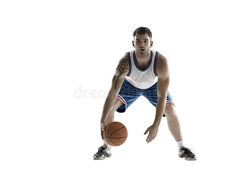 Giocatore di pallacanestro professionista isolato su bianco con la palla fotografie stock