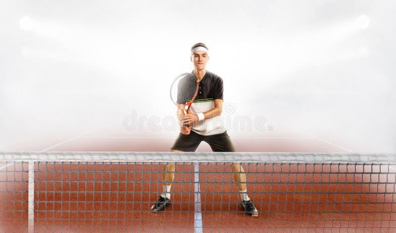 Giocatore di tennis maschio nell'azione immagini stock libere da diritti
