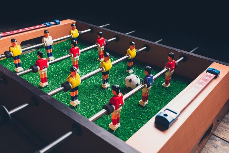 Giocatori del gioco dell'estrattore a scatto di calcio di calcio-balilla immagini stock