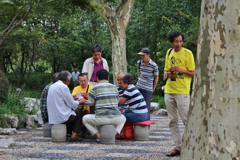 Giocatori di carta nel parco di Fuxing, Shanghai fotografia stock