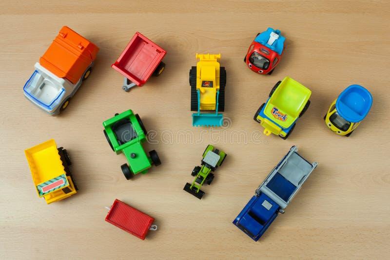 Giocattoli dei veicoli di Î-eavy sul pavimento di legno fotografia stock libera da diritti