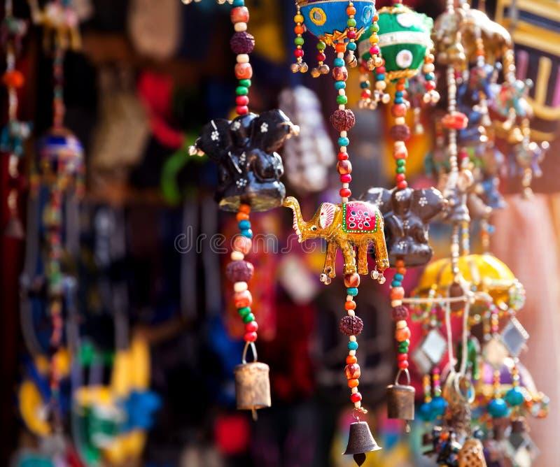Giocattoli dell'elefante nel negozio immagine stock