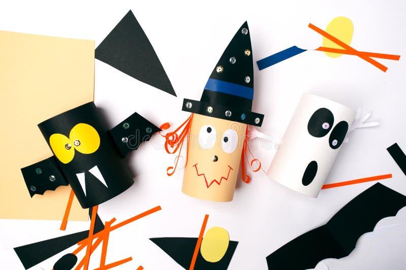 Giocattoli di carta degli origami per Halloween Lezione degli origami Preparazione per una festa immagini stock libere da diritti