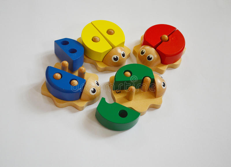 Giocattoli di legno per i bambini, contro coccinella immagine stock libera da diritti