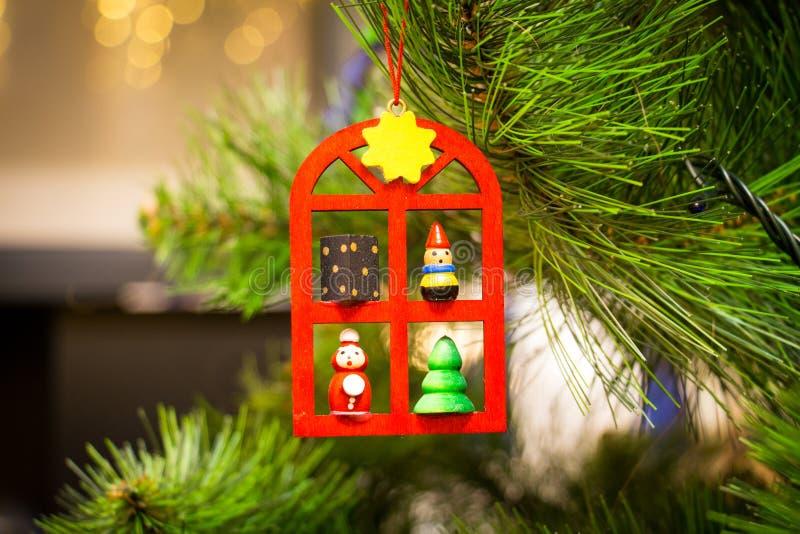 Giocattolo bavarese di stile su un albero di Natale immagini stock libere da diritti