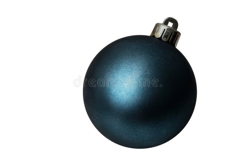 Giocattolo blu isolato dell'albero di Natale su un fondo bianco immagine stock