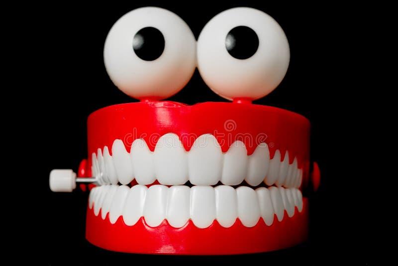 Giocattolo dei denti di schiamazzo dalla parte anteriore immagine stock libera da diritti