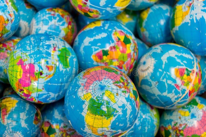 Giocattolo globale della palla concetto, fondo e struttura di affari fotografia stock libera da diritti