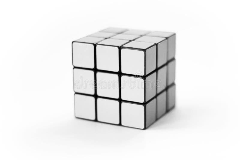 Gioco bianco di puzzle del cubo immagini stock
