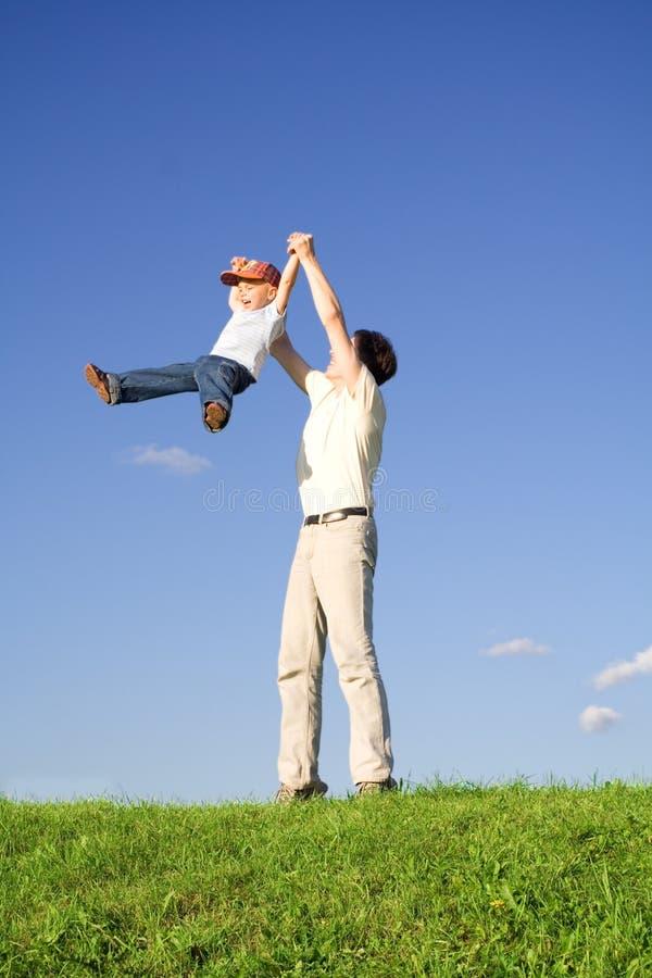 Gioco con il padre 2 fotografia stock libera da diritti
