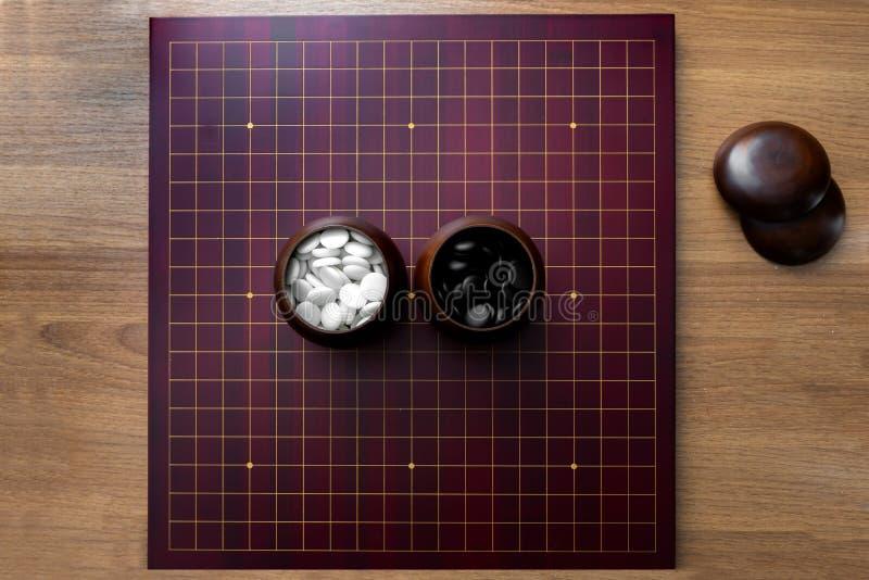 """Gioco da tavolo gioco da tavolo di strategia """"del iGO """"- con la pietra in bianco e nero fotografie stock"""