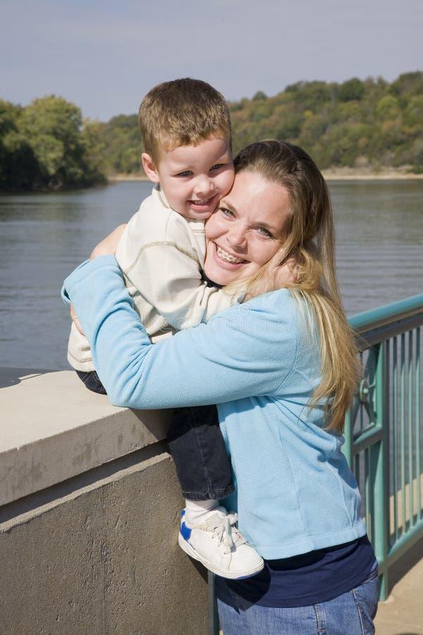 Gioco del bambino & della madre fotografie stock