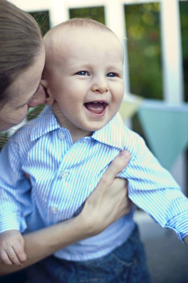 Gioco della madre e del bambino immagine stock