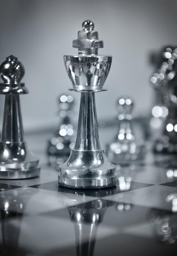 Gioco di scacchi blu con il re fotografia stock libera da diritti