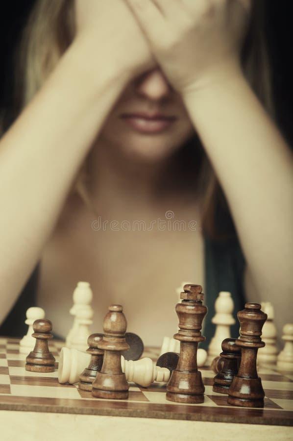 Gioco di scacchi perso della donna fotografie stock libere da diritti