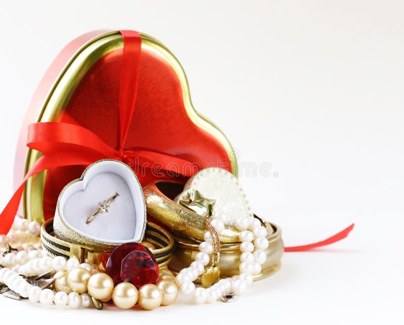 Gioielli e perle per il regalo immagini stock libere da diritti