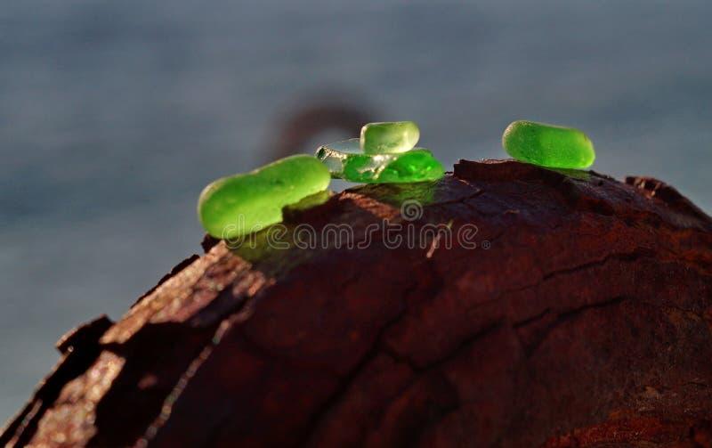 Gioielli e vetro del Mar Nero fotografie stock libere da diritti