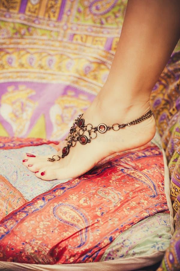 Gioielli femminili del piede immagini stock