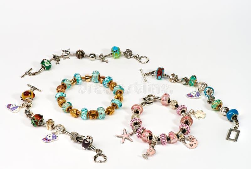Gioielli Handcrafted con le perle colourful immagine stock