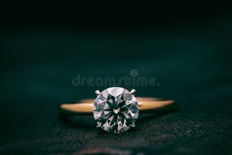 Gioielli Ring With Big Carat Diamond fotografia stock libera da diritti