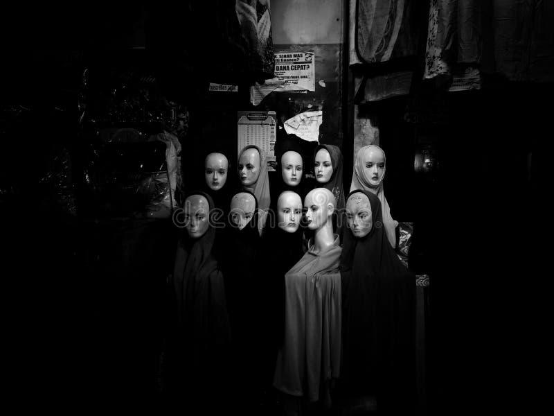 Gioielli scuri delle statue della via immagini stock libere da diritti
