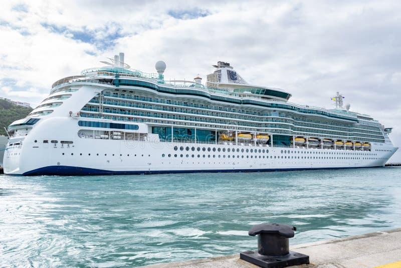 Gioiello di Royal Caribbean della nave da crociera dei mari messa in bacino in Sint Maarten Cruise Port Terminal fotografia stock