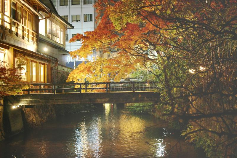 gion Shirakawa przy noc widokiem przy spadkiem zdjęcie stock