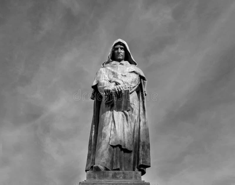 Giordano Bruno staty på den Campo Dei Fiori fyrkanten i Rome royaltyfri fotografi