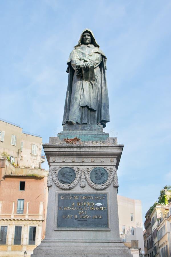 Giordano Bruno staty på den Campo Dei Fiori fyrkanten i Rome arkivfoto