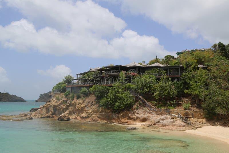 Giorgio Armani ` s Cliffside odwrót w Antigua lokalizował przy galery zatoką obraz stock