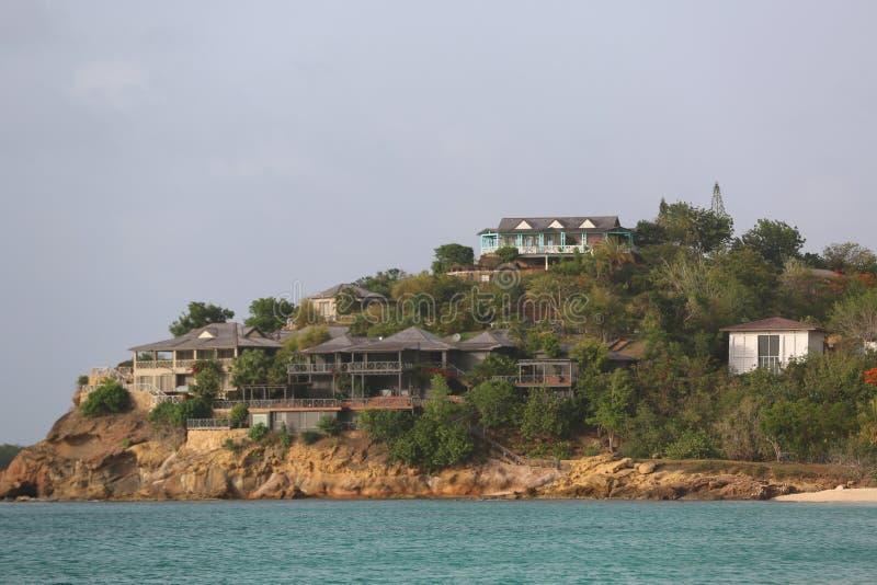 Giorgio Armani ` s Cliffside odwrót w Antigua lokalizował przy galery zatoką obraz royalty free