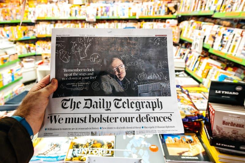 Giornale circa Stephen Hawking Death sul primo ritratto della pagina fotografia stock