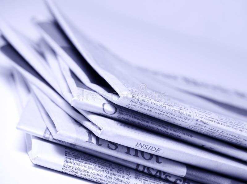 Giornali impilati immagine stock