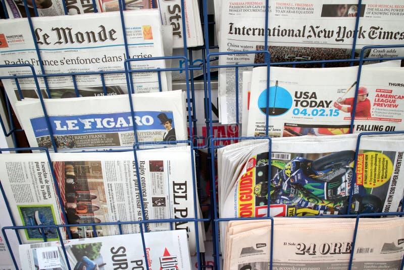 Giornali internazionali immagini stock libere da diritti