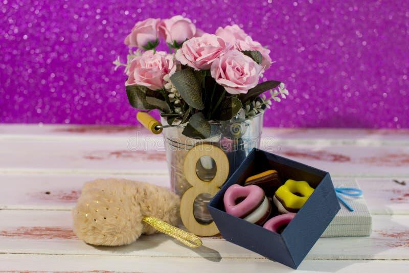 Giornata internazionale della donna dell'8 marzo e di San Valentino Regali per i cari immagine stock
