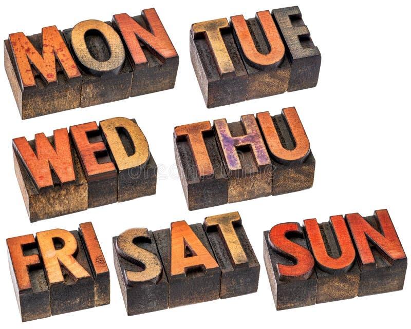 Giorni della settimana nel tipo di legno immagine stock