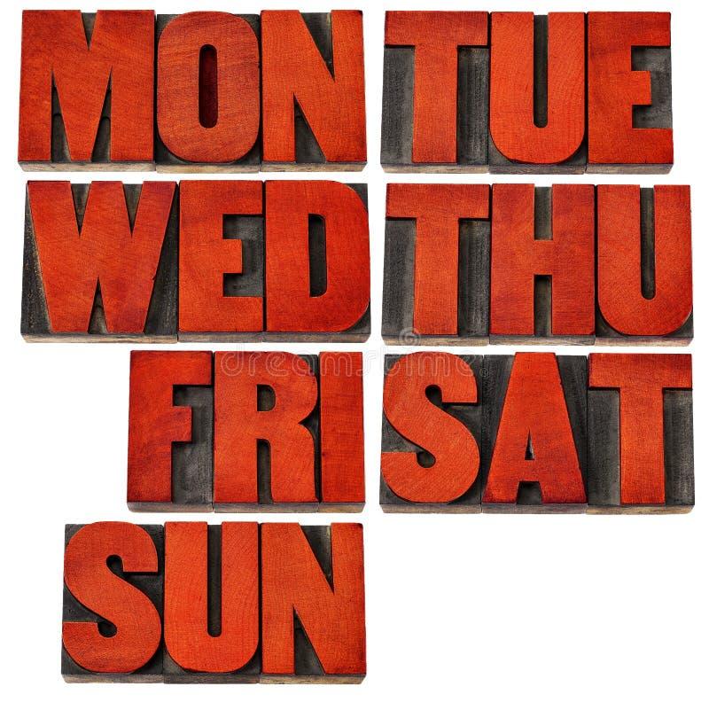Giorni della settimana nel tipo di legno dello scritto tipografico fotografia stock