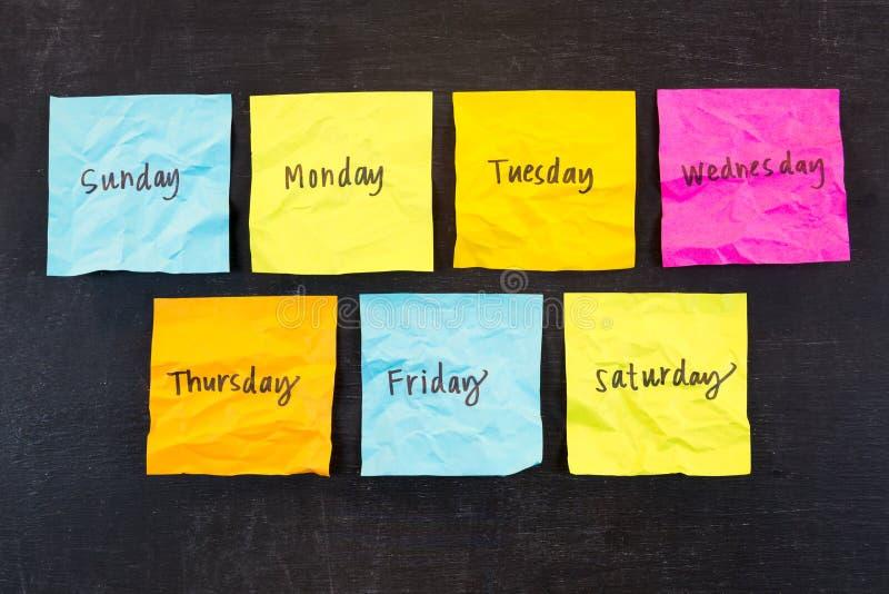 Giorni delle note appiccicose di settimana immagini stock