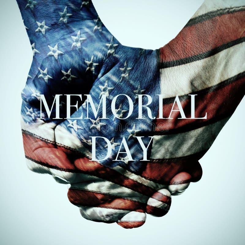Giorno dei Caduti del testo e della bandiera americana immagini stock libere da diritti