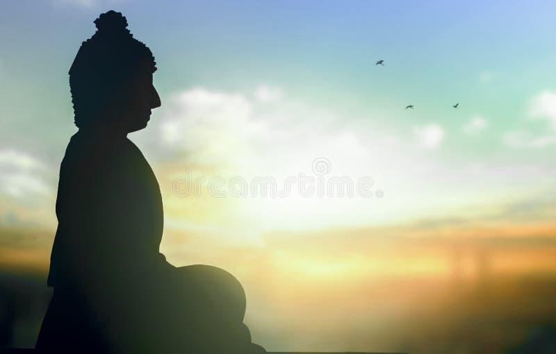 Giorno del concetto di Vesak: una statua di Buddha al fondo di tramonto immagine stock libera da diritti