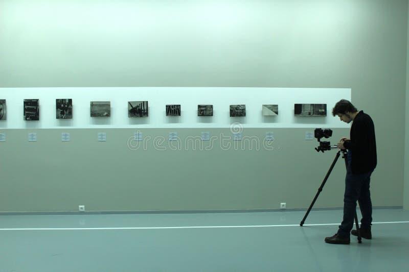 Giorno del museo mosca Camera del fotografo humans fotografie stock