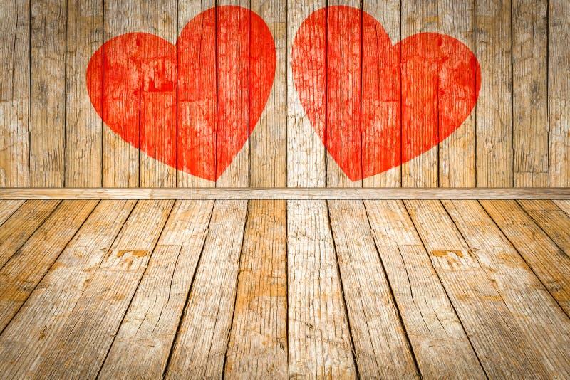 Giorno del ` s del biglietto di S. Valentino, cuori rossi dipinti su stanza di legno illustrazione di stock