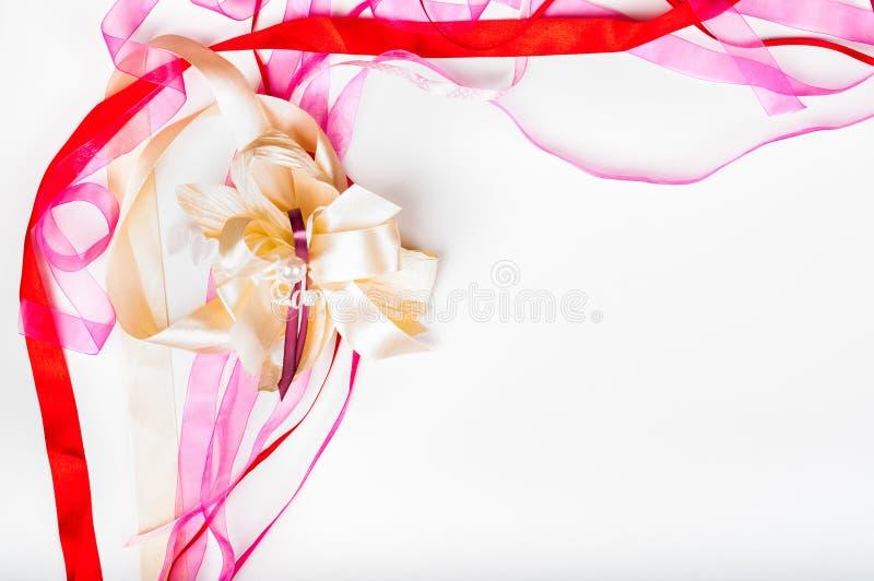 Giorno del ` s di Valetine, giorno del ` s della madre, concetto di compleanno - nastro variopinto royalty illustrazione gratis